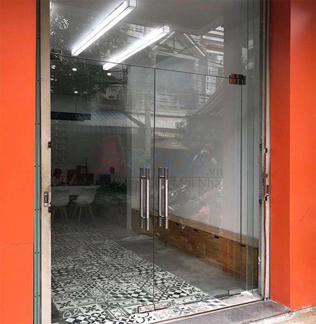 Top các mẫu cửa kính cường lực tại tỉnh Quảng Ngãi thời thượng, đẳng cấp cho showroom, cửa hàng