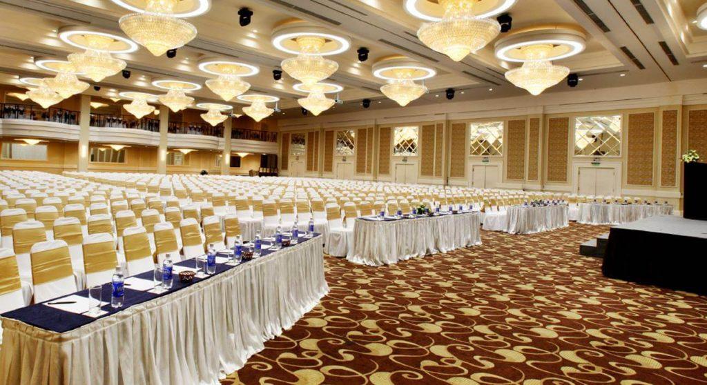 Cách lựa chọn và sắp xếp nội thất trong phòng tổ chức sự kiện